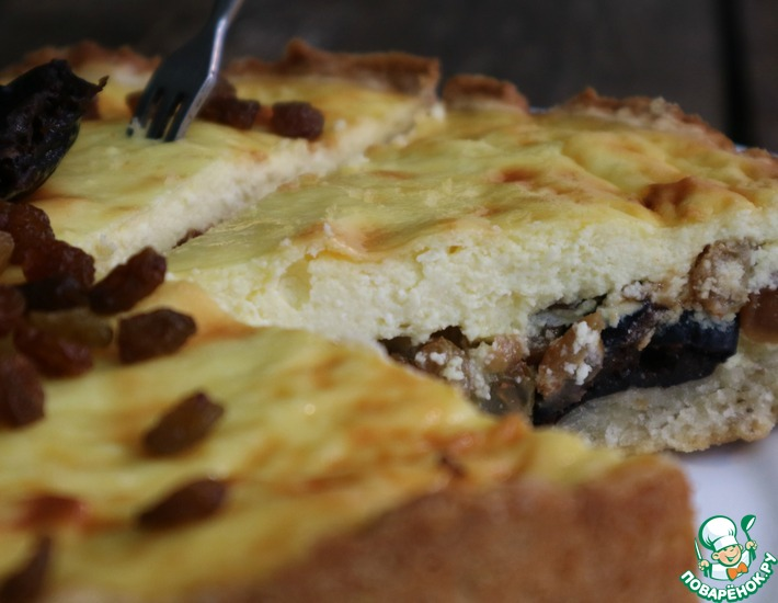 Рецепт: Творожный пирог с черносливом и курагой