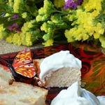Творожно-сырная запеканка с корицей и изюмом