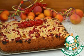 Рецепт: Пирог с абрикосом и красной смородиной