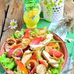 Летний салат с куриной грудкой