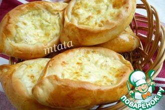 Рецепт: Открытые пирожки с курицей и сыром