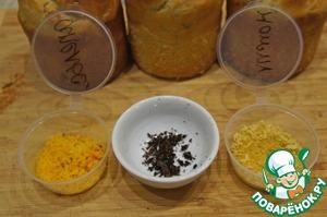 С лимона и апельсина стереть цедру. Выскрести семена из стручка ванили.