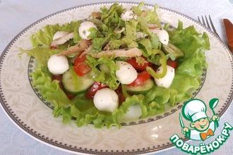 Рецепт: Овощной салат с курицей и моцареллой