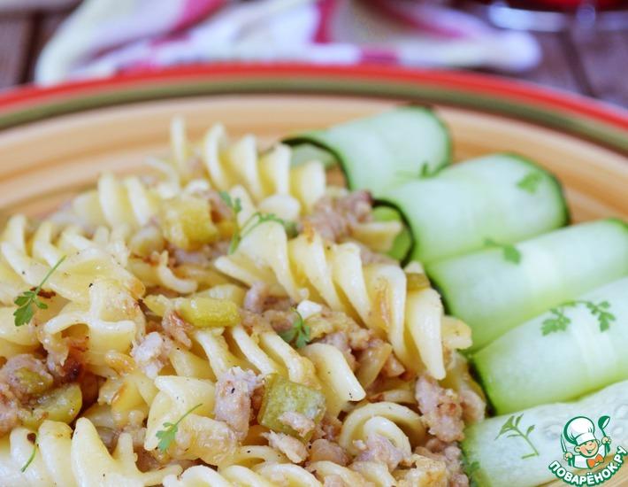Рецепт: Паста с фаршем и кабачками