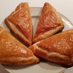 Рулет из слоеного теста с рыбой и сыром – кулинарный рецепт