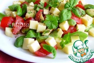 Рецепт: Салат с авокадо, сыром и помидорами