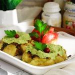 Молодой картофель по-португальски с зеленым соусом