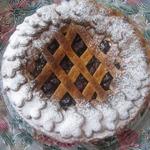 Вишнёвый пирог из слоёно-дрожжевого теста