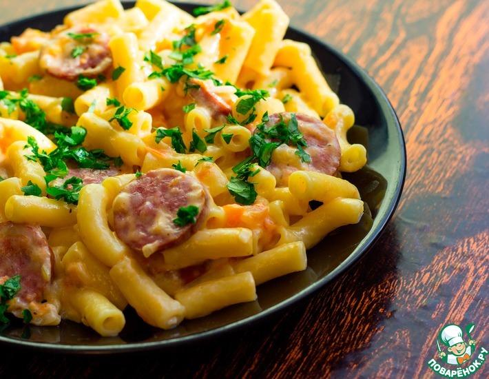 Рецепт: Сливочные макароны с колбасой и сыром