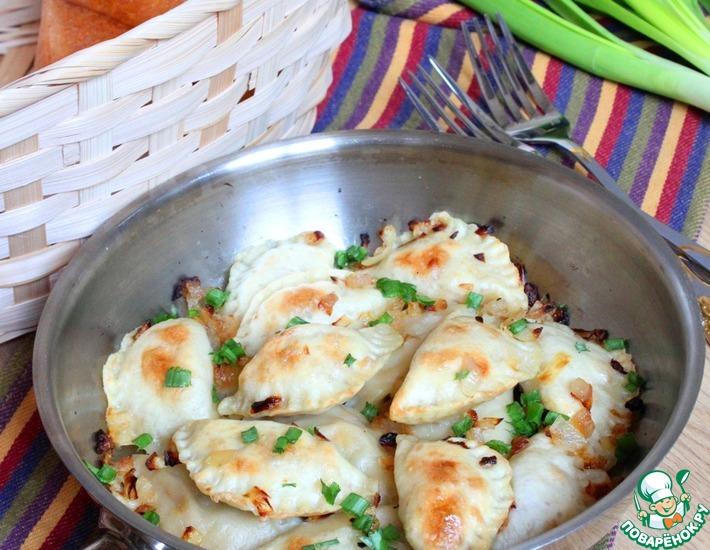 Рецепт: Вареники с чечевицей и соленым огурцом