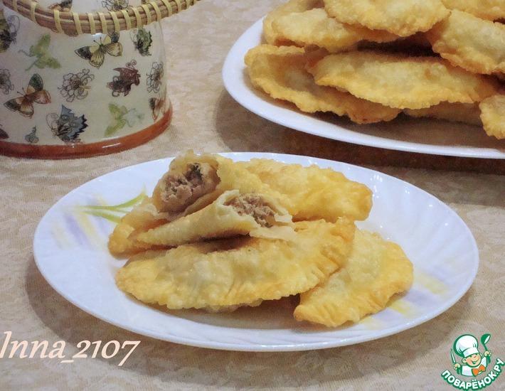 Рецепт: Чебуреки с мясным фаршем и джусаем