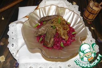 Рецепт: Салат с печенью и свеклой