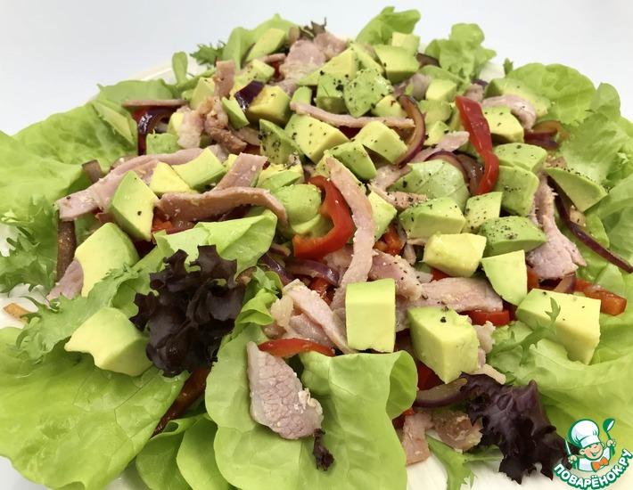 Рецепт: Салат с беконом, перцем и авокадо