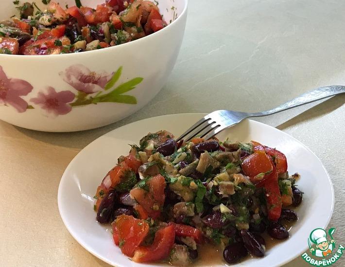 Рецепт: Овощной салат с сельдью и фасолью