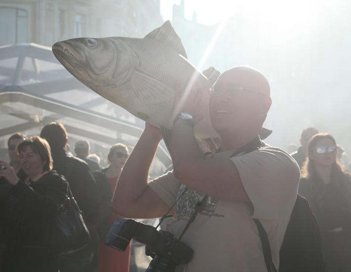 """На фестивале """"Рыбная неделя"""" в Москве рыбу с крупнейшего в мире плавзавода"""