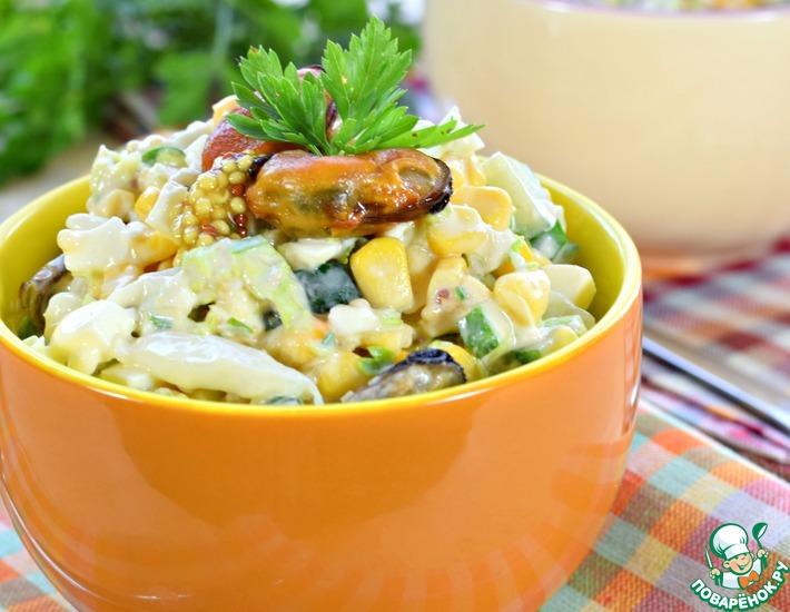 Рецепт: Салат из пекинской капусты с мидиями