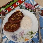 Кабачковые оладьи с белым соусом