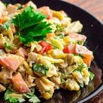 Куриный салат с шампиньонами и помидорами