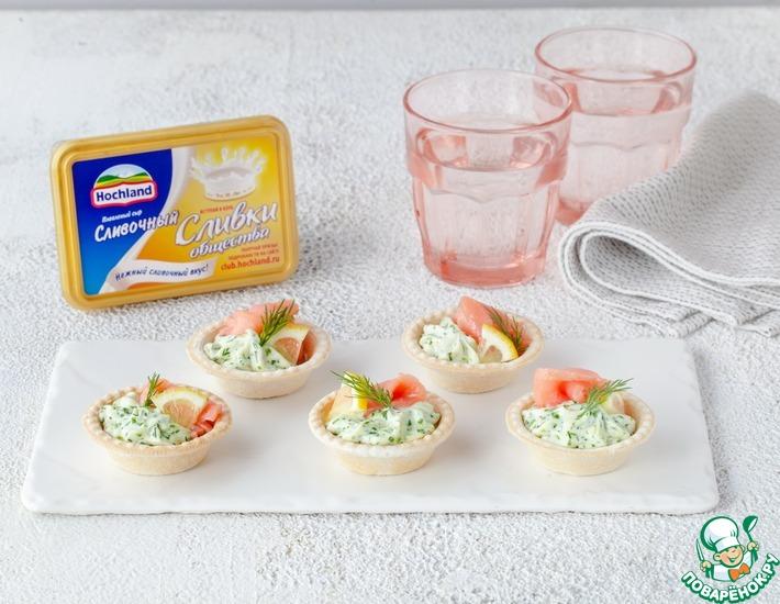 Рецепт: Тарталетки с зеленой начинкой и лососем
