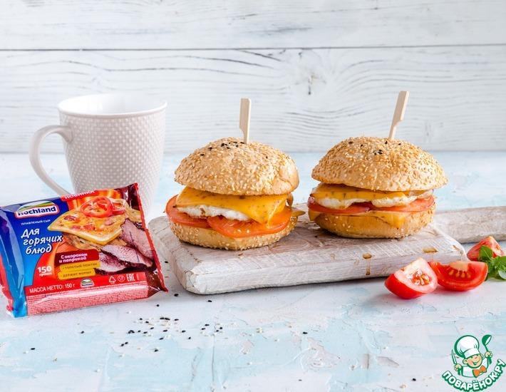 Рецепт: Утренний «бургер» с сыром и яйцом