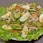 Овощной салат с курицей и каперсами