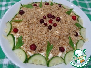 Посыпать салат измельченным грецким орехом. Оформить по своему усмотрению, у меня для оформления использована брусника, петрушка, огурец. Дать салату настояться, в прохладном месте, не менее двух часов. Приятного аппетита!