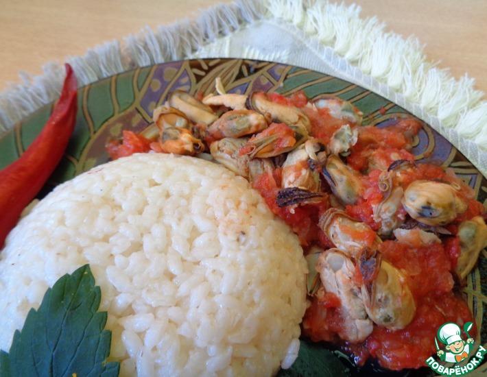 Рецепт: Мидии с помидорами и луком
