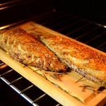 Скумбрия, запеченная в духовке на гриль-доске