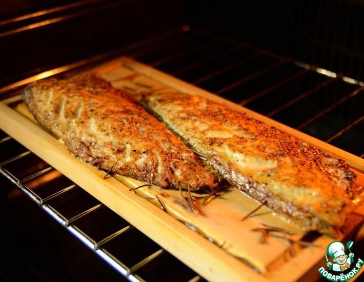 Рецепт: Скумбрия, запеченная в духовке на гриль-доске