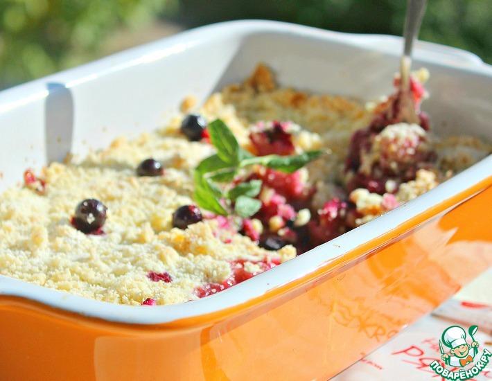 Рецепт: Крамбл с яблоками и ягодами Ряженковый