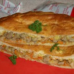 Пирог с куриной печенью и овощами