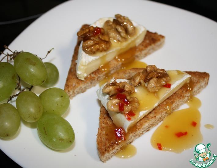 Закуска из сыра бри с орешками