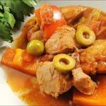 Курица по-испански с оливками и перцем