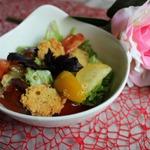 Салат с сырными чипсами