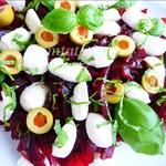 Салат из свеклы, оливок и моцареллы