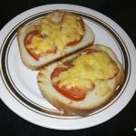 Тартинки с помидорами и сыром