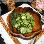 Салат из огурцов с медовой заправкой