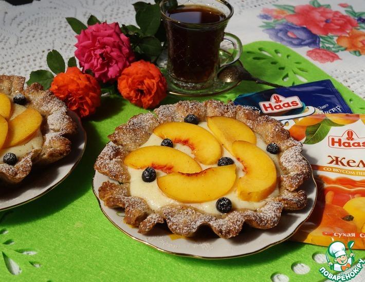 Рецепт: Ореховые корзиночки с пудингом и персиками