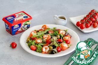 Рецепт: Зеленый салат с роллами из лосося и сыра