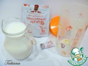 Приготовление йогурта от Орсика :   Молоко (в моем случае пастеризованное) вскипятите, остудите до 25 градусов (в раковине с холодной водой). В чистый (сухой) стакан для приготовления йогурта добавьте пакетик закваски.