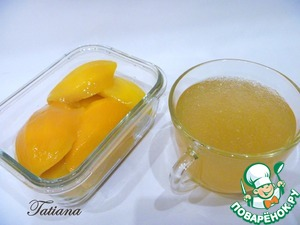 Откупорьте банку с консервированным манго (вариант-персики). Сироп процедите (сироп= 200 мл.), ломтики манго (250 г.) нарежьте мелким кубиком. Желатин замочите в сиропе от манго, в двух чашках:   -для йогурта = 120 мл. сиропа+2 ч. л. желатина.   -для желе = 80 мл. сиропа+1 ч. л. желатина.