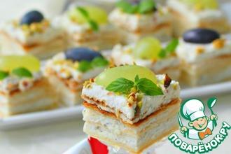 Рецепт: Закусочный творожный мини-наполеон Три сыра
