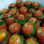 Соленые помидоры с чесноком и укропом