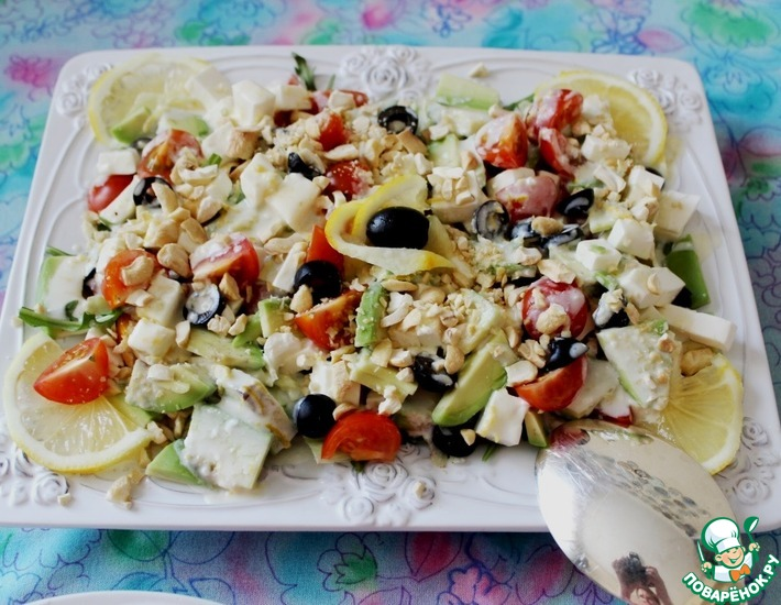 Рецепт: Овощной салат с авокадо и фетаксой