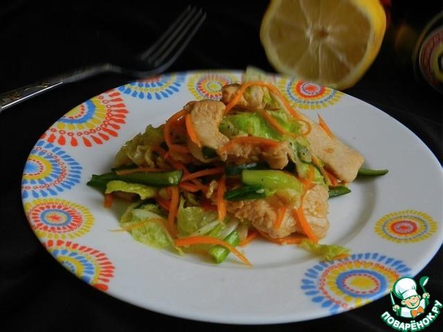 Овощной салат с имбирной курицей photo