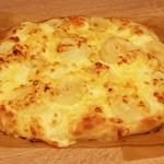 Пицца с грушей и сыром моцарелла