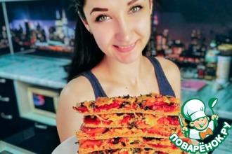 Рецепт: Томатная пицца с маслинами на лаваше