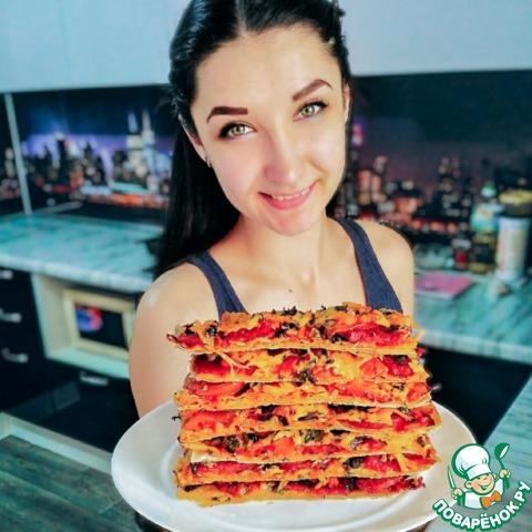 Томатная пицца на лаваше, с маслинами photo