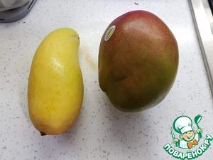 Берем два манго.