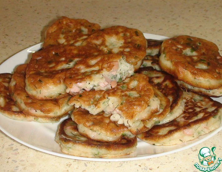 Рецепт: Оладьи с зеленым луком и колбасой